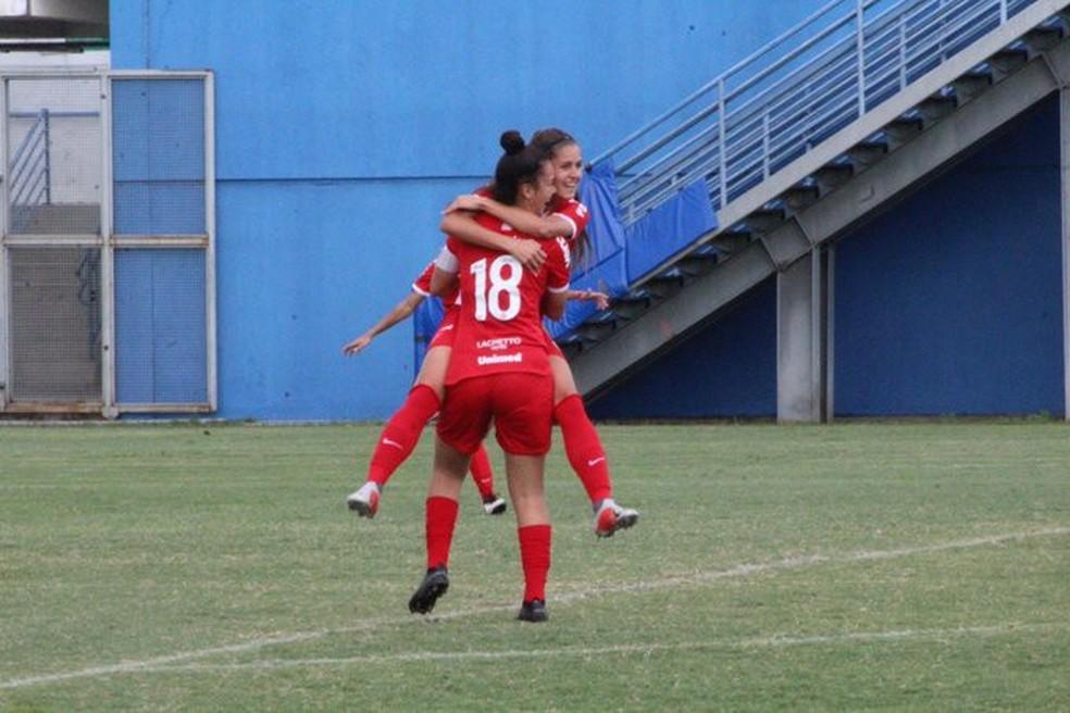 Internacional comemora vitória sobre o Iranduba no Brasileirão Sub-18 — Foto: Denir Simplício/CBF