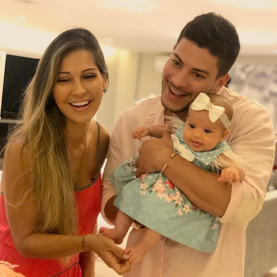 Arthur, Mayra e a filha, Sophia (Foto: Reprodução/ Instagram)