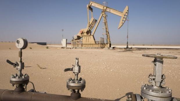 A Arábia Saudita controla uma porção enorme do suprimento global de combustível (Foto: GETTY IMAGES/via BBC News Brasil)