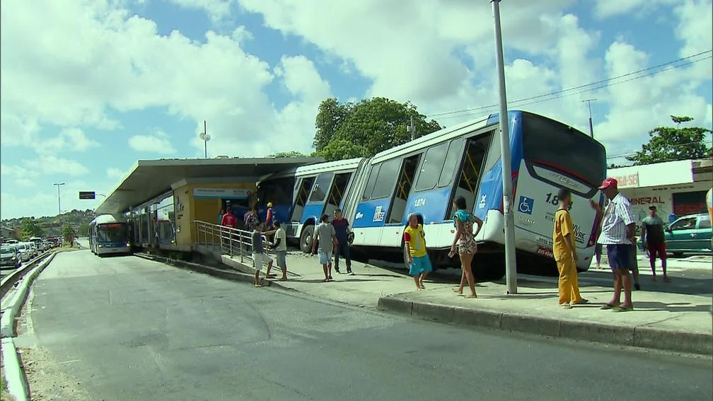 Serviço de embarque e desembarque da Estação Tabajara foi interrompido por causa de acidente — Foto: Reprodução/TV Globo