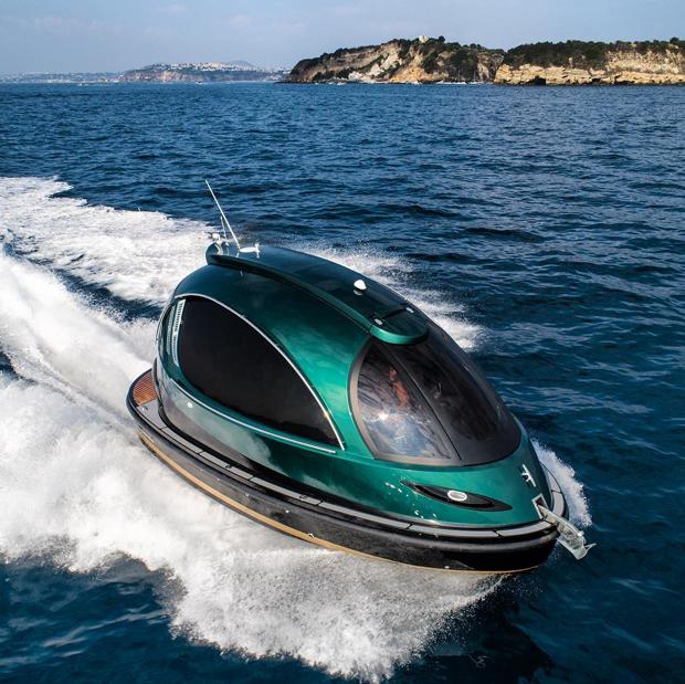 À la James Bond, embarcação de luxo em formato curioso comporta até 13 pessoas (Foto: Reprodução)
