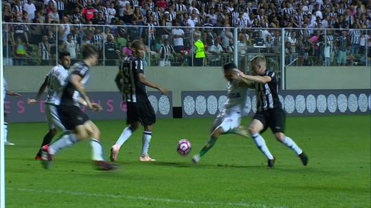 """Após frustração do Atlético-MG no Horto, Fábio Santos pede """"cabeça no lugar"""" por busca ao G-4"""