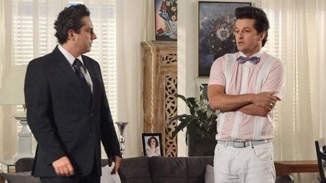 Alexandre Nero e Marcelo Serrado em cena de em 'Fina estampa' (Foto: Reprodução)