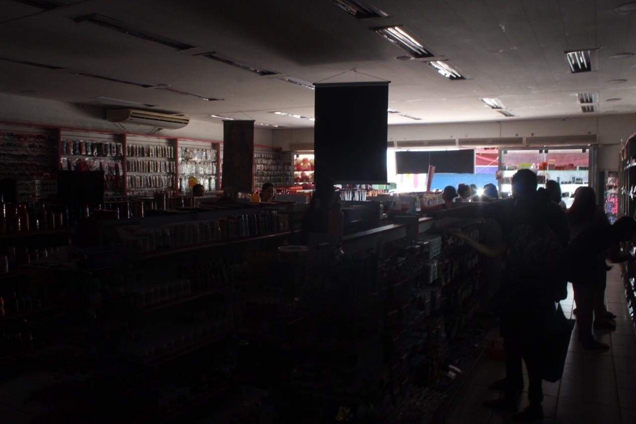 Falta de energia atinge Centro de Manaus e afeta comércio