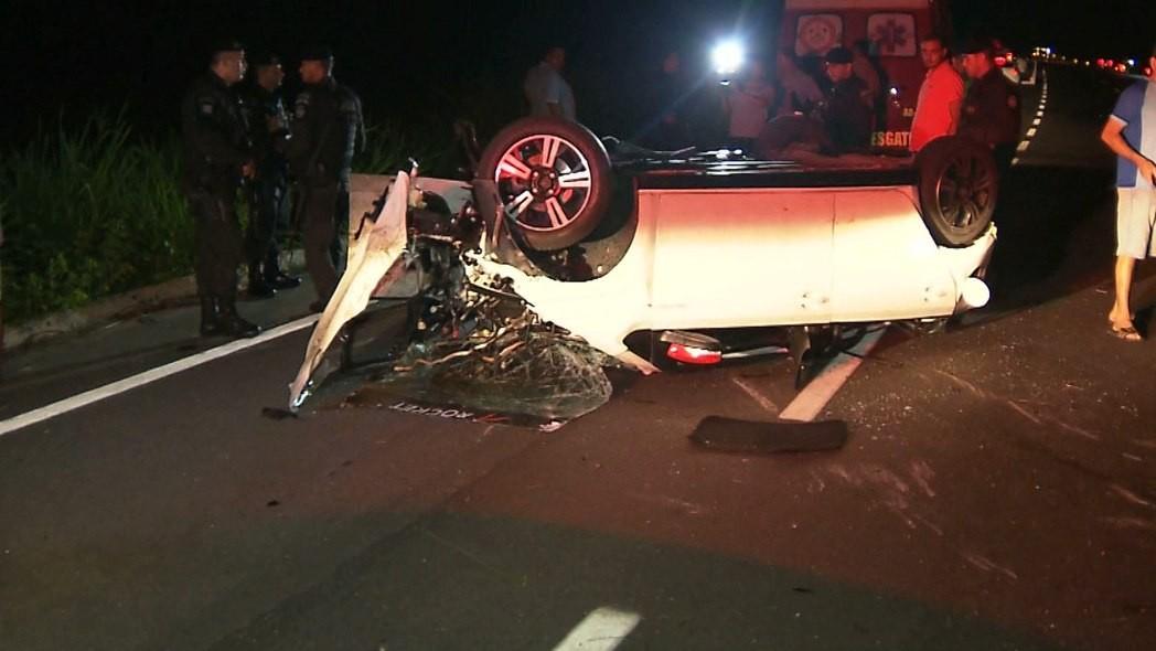 Motorista fica ferido após perder o controle do carro e capotar várias vezes, na Paraíba