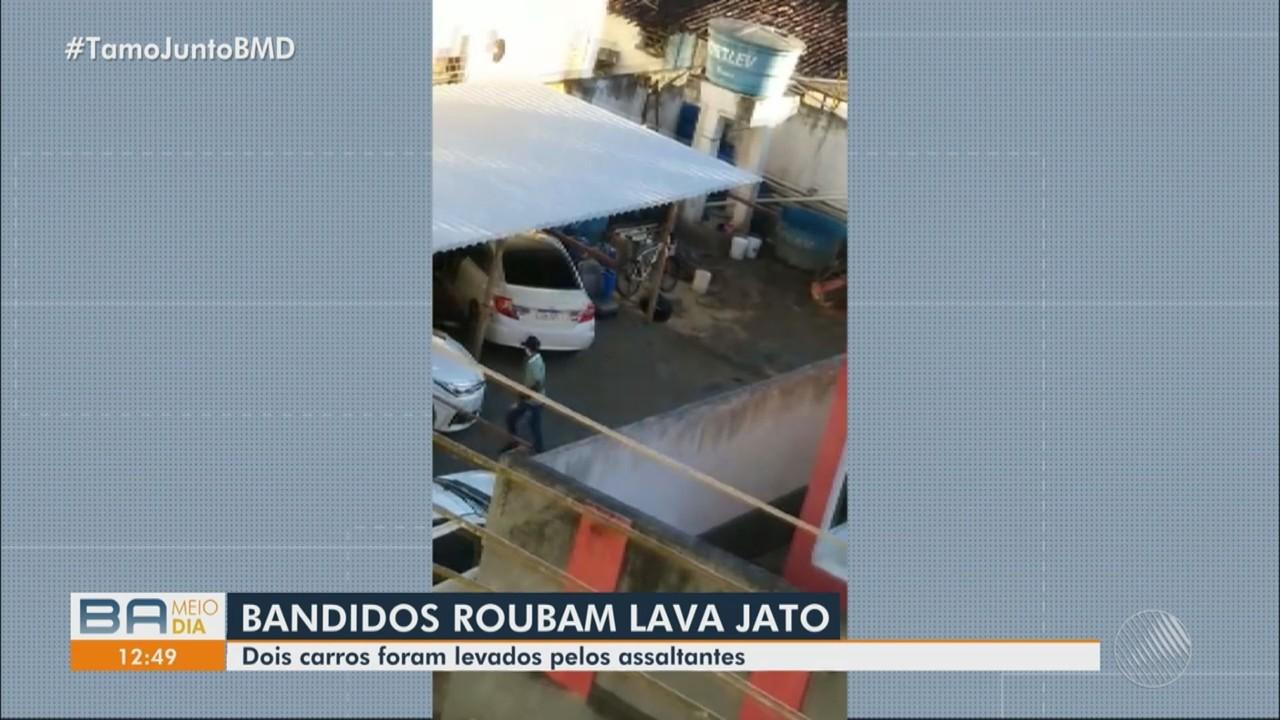 Bandidos invadem lava jato e levam dois carros durante assalto, em Itabuna