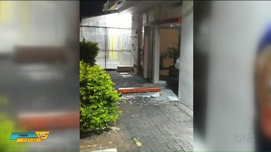 Ladrões explodem agência bancária no balneário de Ipanema, em Pontal do Paraná, e fogem com dinheiro