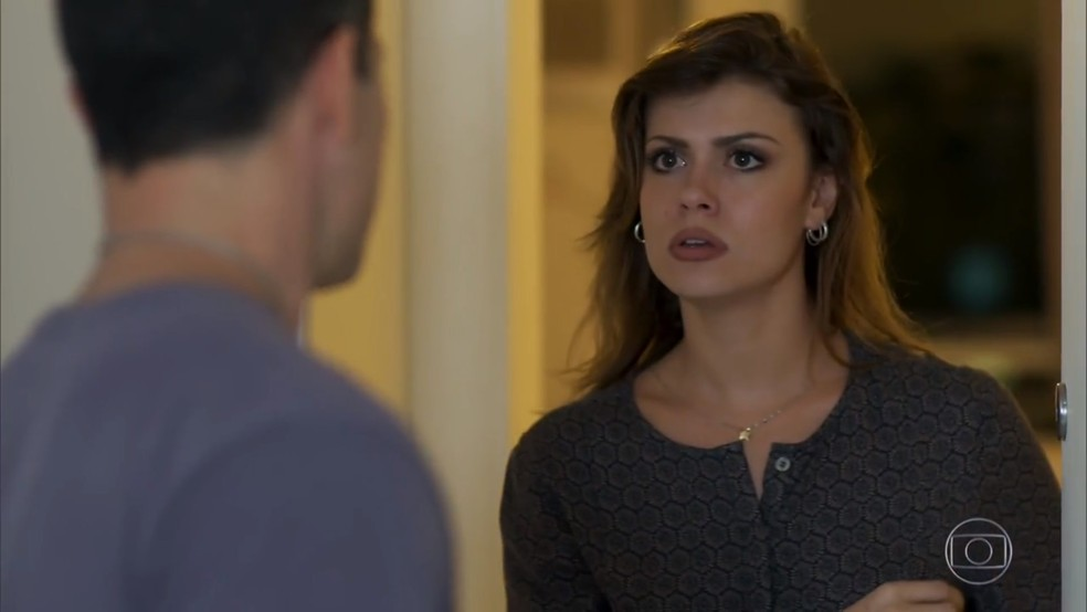 Flávia (Larissa Resende) é confrontada por Apolo (Malvino Salvador) - 'Haja Coração' — Foto: Globo