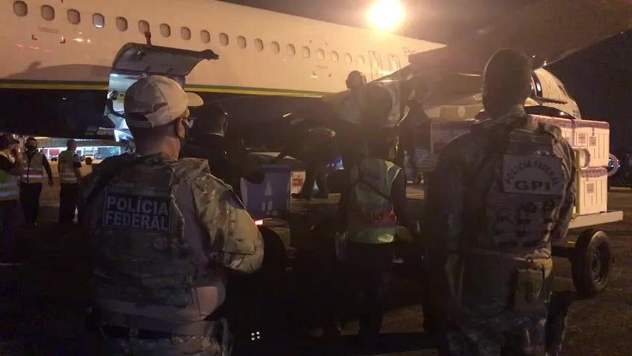 Policiais Federais acompanham chegada das vacinas em Maceió
