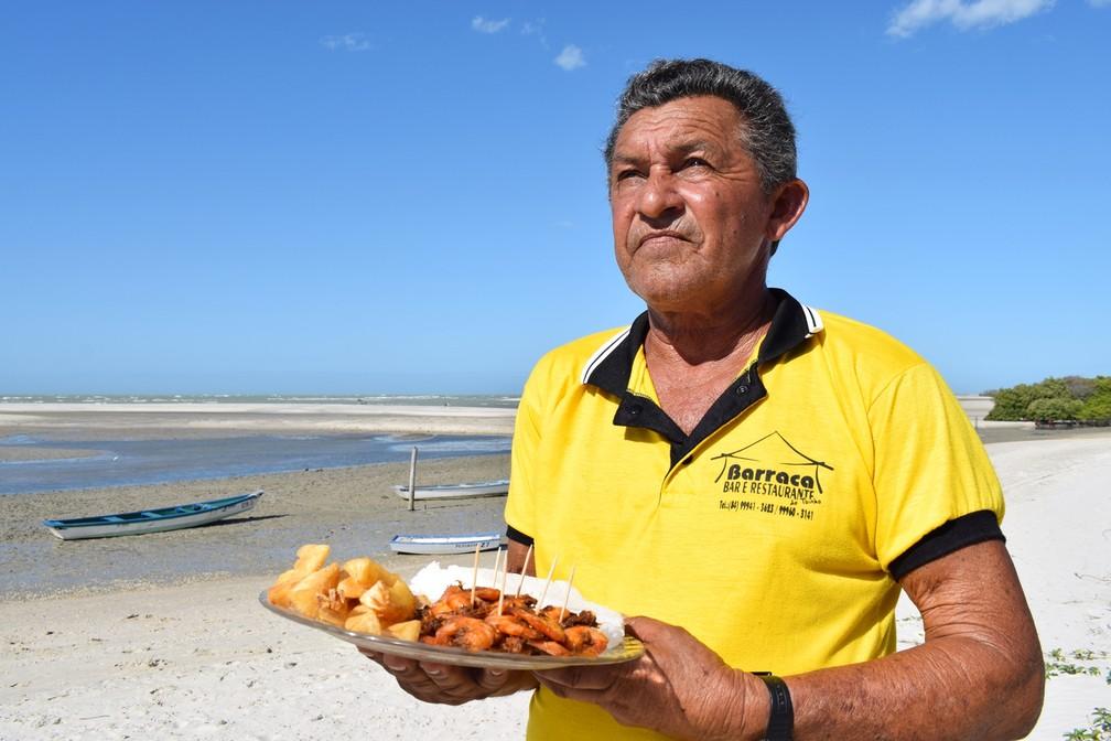 Antônio Germano foi um dos primeiros comerciantes a se instalar na Praia do Amaro, em Guamaré – Guamaré – RN – Turismo – Novembro de 2017 (Foto: Maxwell Almeida)