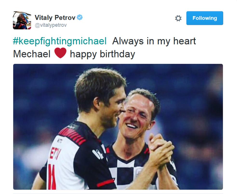 Vitaly Petrov deseja feliz aniversário a Schumacher (Foto: Reprodução)
