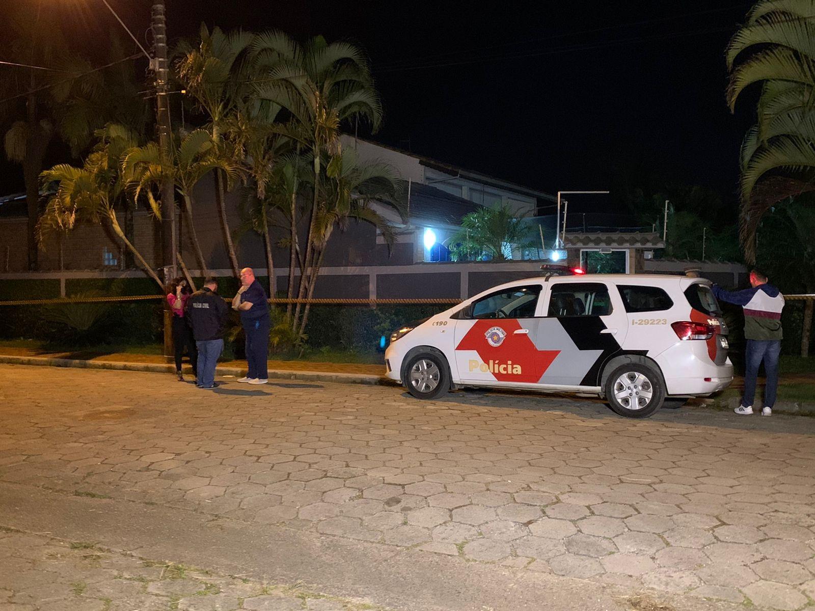 Pedreiro morre e mãe e filhas são baleadas durante assalto à residência no litoral de SP