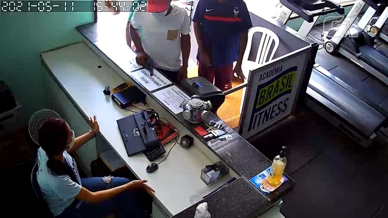 Trio armado assalta academia no bairro Chácara Brasil, em São Luís; VÍDEO