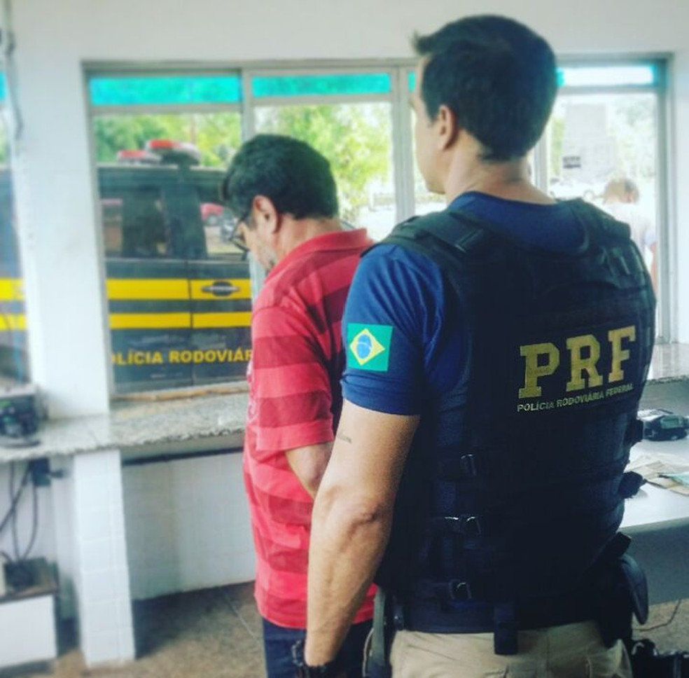 Passageiro foi encaminhado para a Delegacia Regional de Itapecuru Mirim (Foto: Divulgação/Polícia Rodoviária Federal)