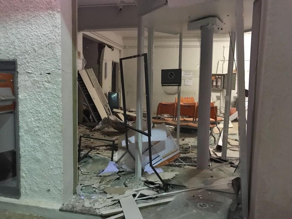 Agência ficou destruída após a explosão (Foto: Poliana Fonseca /  Arquivo Pessoal )