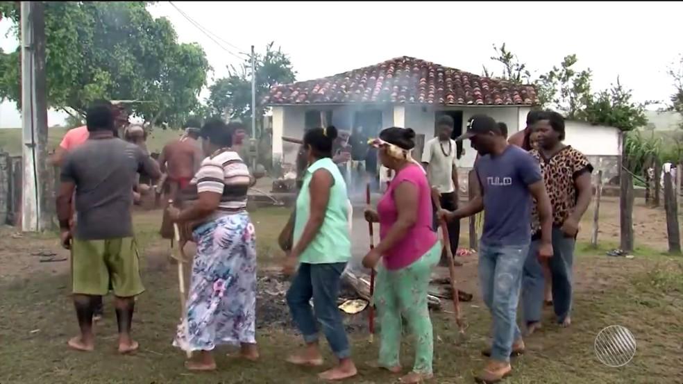 Índios ocuparam fazenda que seria de Geddel em Potiraguá, na Bahia (Foto: Reprodução/TV Santa Cruz)