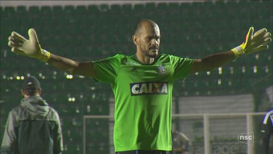 Figueirense recebe adversário de noite em que goleiro pegou táxi
