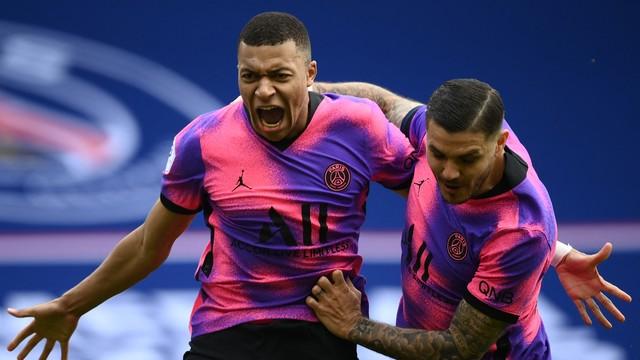 Mbappé e Icardi celebram: PSG conquista vitória suada com gols da dupla