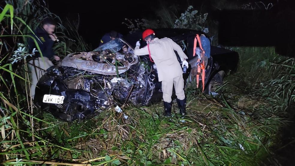 Acidente deixou homem morto na BR-153 — Foto: Divulgação/Corpo de Bombeiros