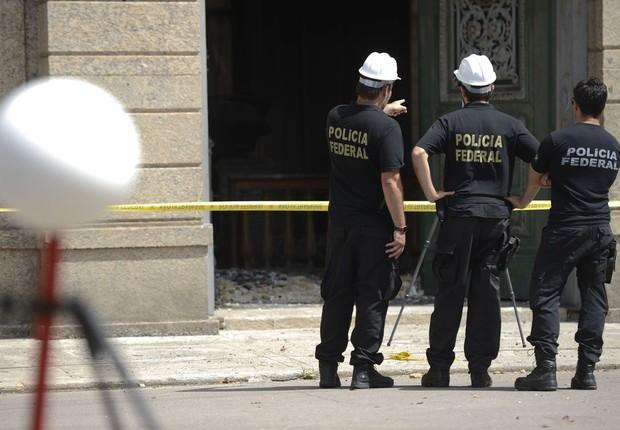 Polícia Federal usa scanner para mapeamento de áreas destruídas do Museu Nacional, no Rio (Foto: Tomaz Silva/Agência Brasil)