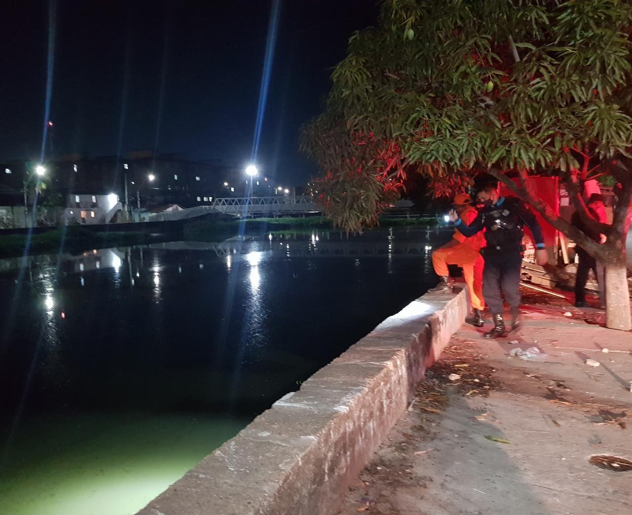 Homem é encontrado morto dentro de canal em Fortaleza