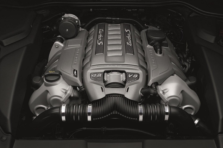 Motor V8 do Porsche é dono do turbo de verdade (Foto: Divulgação)