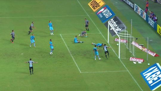 Improvisado, Michel faz 2º gol contra no Brasileirão e provoca críticas de gremistas; veja reações
