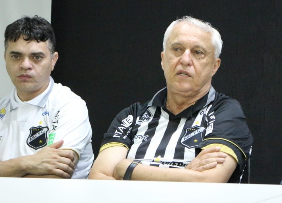 Fernando Suassuna discursou para os associados presentes na sede do ABC — Foto: Andrei Torres/ABC