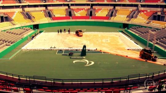 Centro olímpico de tênis recebe 280t de areia e vira arena de vôlei de praia