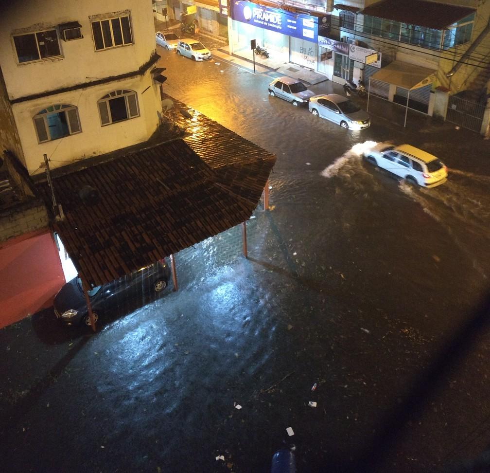 Avenida Jair de Andrade, em Vila Velha (Foto: Zander Paulo/VC no ESTV)
