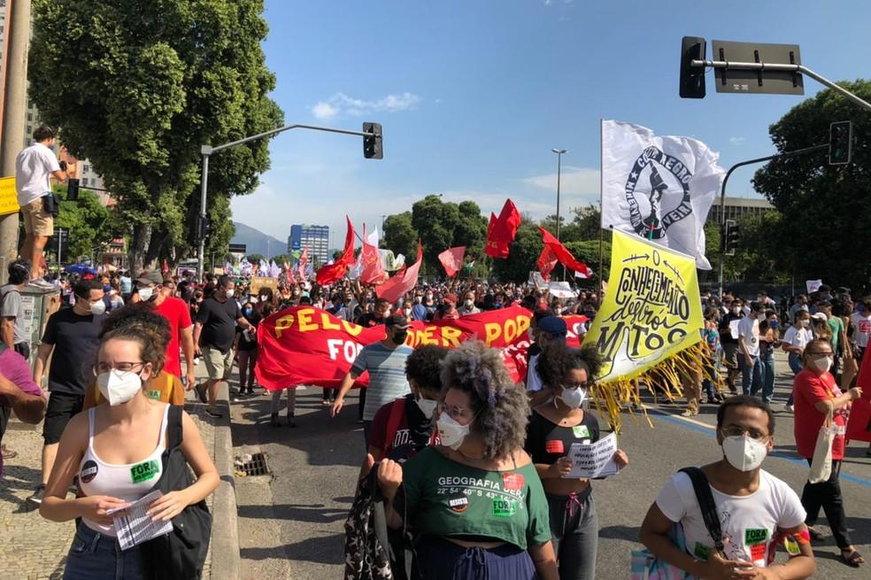 Manifestantes fazem ato contro o presidente Bolsonaro e a favor da vacina no Centro do Rio — Foto: Carlos Brito / G1