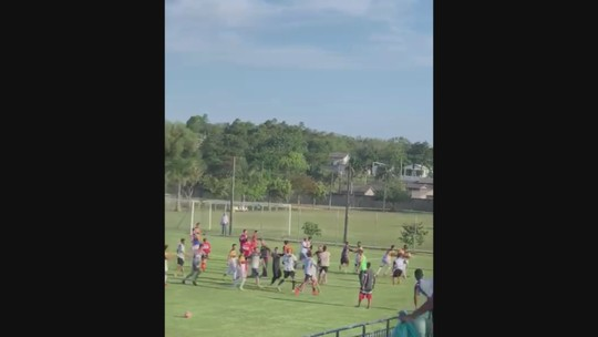 Criciúma x Figueirense tem briga generalizada entre jogadores no Catarinense Sub-17; vídeo
