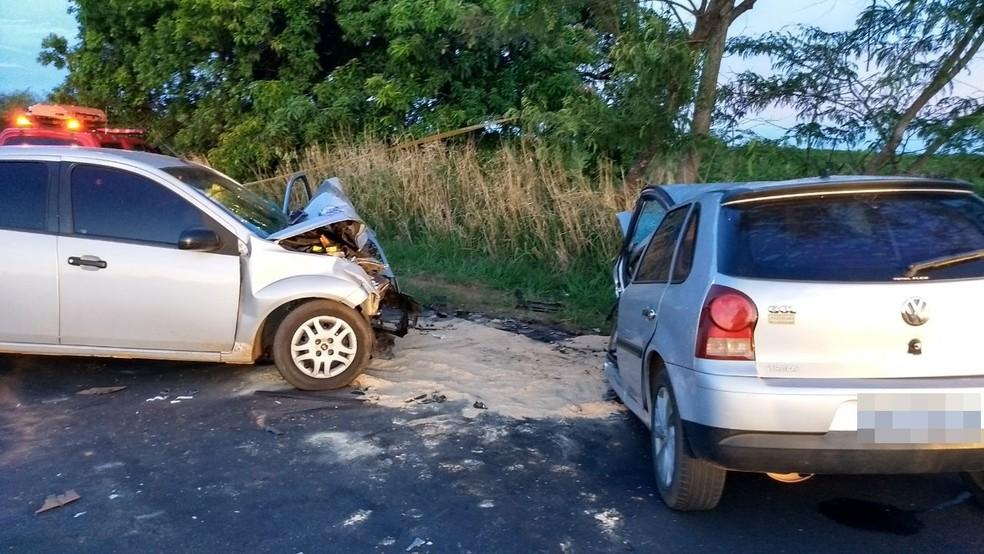 Motoristas chegaram a ser socorridos mas não resistiram (Foto: Renan Contrera )