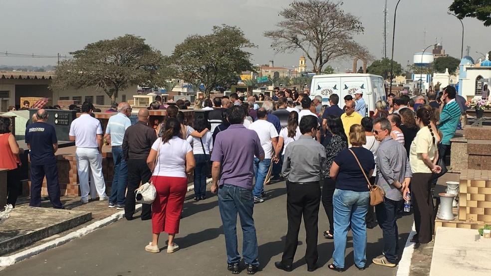 Menina que morreu por febre maculosa foi enterrada em Salto (Foto: Priscila Mota/TV TEM)