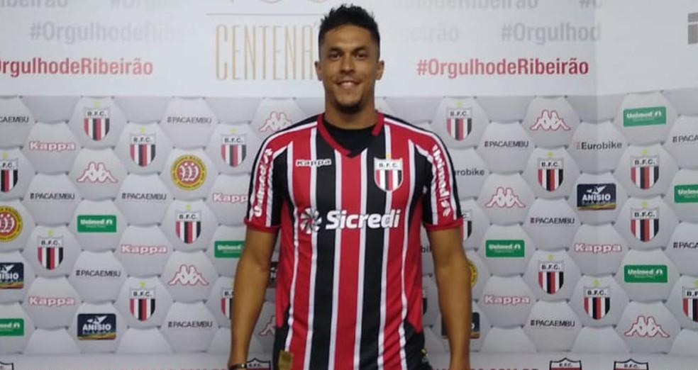 Reginaldo disputou quatro partidas pelo Botafogo-SP antes da paralisação — Foto: Divulgação/Agência Botafogo