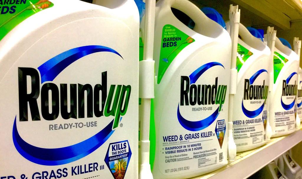 Herbicida mais usado no mundo é alvo de processos nos EUA e proibição no Brasil.  (Foto: Creative Commons / JeepersMedia)