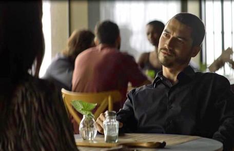 Na segunda-feira (16), Camilo (Lee Taylor) descobrirá que Chiclete (Sergio Guizé) matou Cosme (Osvaldo Mil) e exige que Vivi (Paolla Oliveira) se case com ele Reprodução