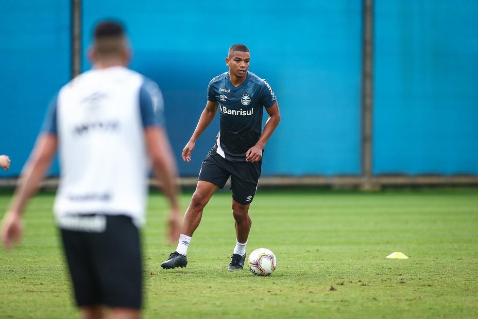 David Braz em treino do Grêmio — Foto: Lucas Uebel/Grêmio