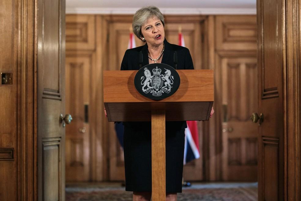 Theresa May faz pronunciamento sobre negociações do Brexit nesta sexta-feira (21) em Downing Street — Foto: Jack Taylor/Pool Photo via AP