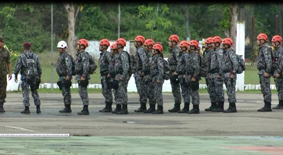 Policiais da Força Nacional foram levados para o 4º BIS, em Rio Branco — Foto: Reprodução/Rede Amazônica Acre