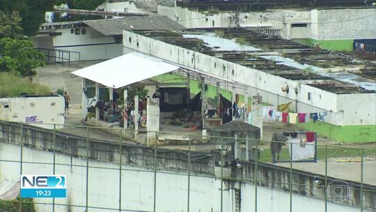 Um preso é morto e dez ficam feridos a tiros durante briga entre detentos no Complexo do Curado