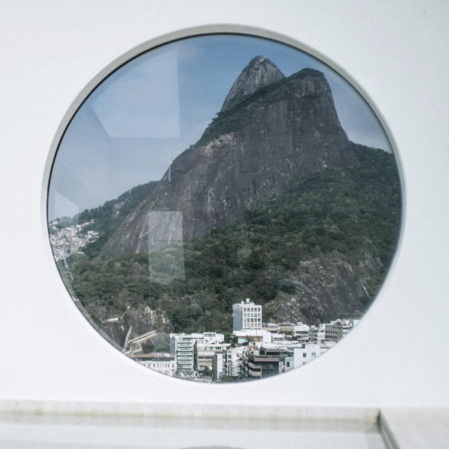 Da janela do Janeiro Hotel observamos o movimento do Rio de Janeiro. encontramos personagens que fazem e acontecem na cidade (Foto: Divulgação)