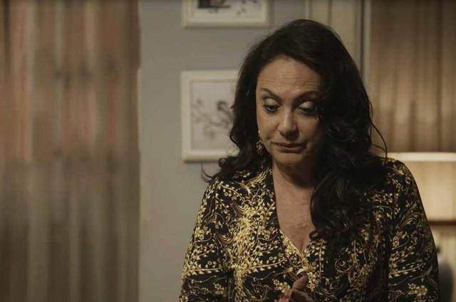 Eliane Giardini é Rania em 'Órfãos da terra' (Foto: Reprodução)