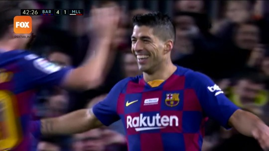 Suárez faz gol inacreditável de calcanhar em goleada do Barça; veja