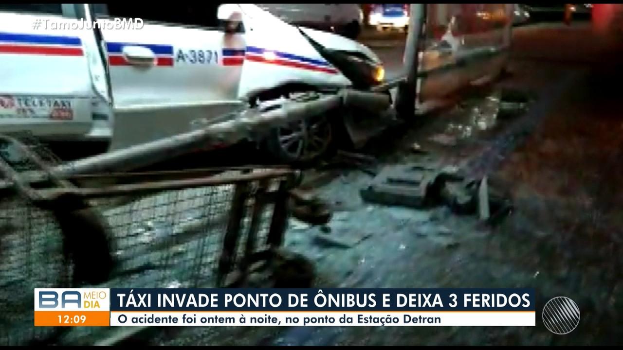 Taxista perde o controle da direção e invade ponto de ônibus na Avenida ACM, em Salvador