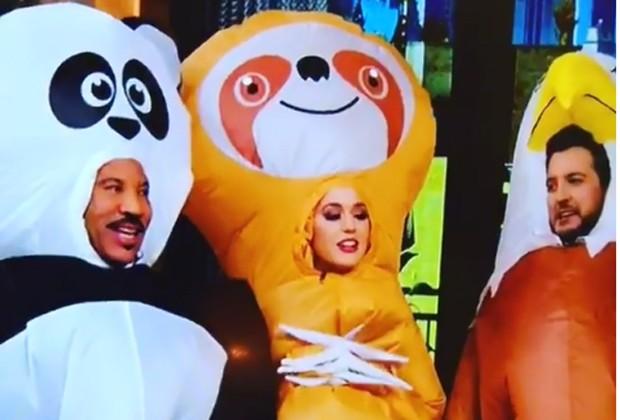 Katy Perry, ao centro,m fantasiada de bicho-preguiça (Foto: Reprodução/Instagram)