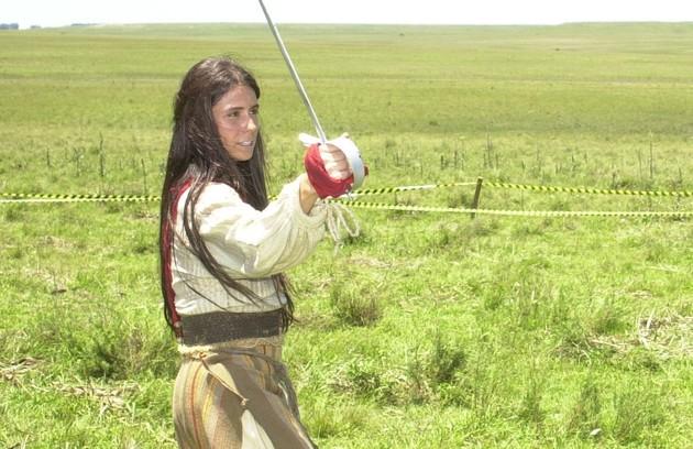 Como Anita Garibaldi, na série 'A casa das sete mulheres', de 2002 (Foto: TV Globo)
