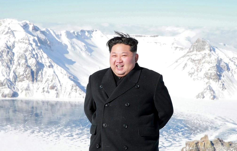 Kim Jong-un no alto do Monte Paektu (Foto: AFP/KCNA)