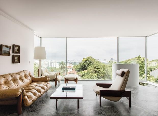 O mobiliário dos anos 50 foi desenhado por Sergio Rodrigues (Foto: Stephan Ruiz/ Reprodução)