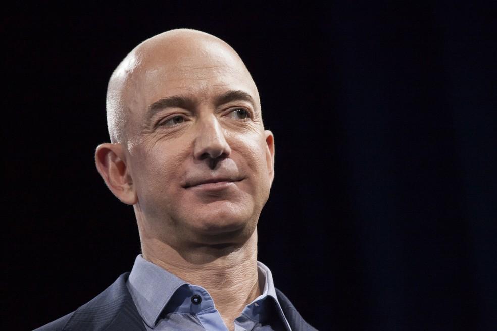O fundador e presidente da Amazon, Jeff Bezos, alcançou riqueza de US$ 105,1 bilhões na segunda-feira (8) (Foto: David Ryder/GETTY IMAGES NORTH AMERICA/AFP)